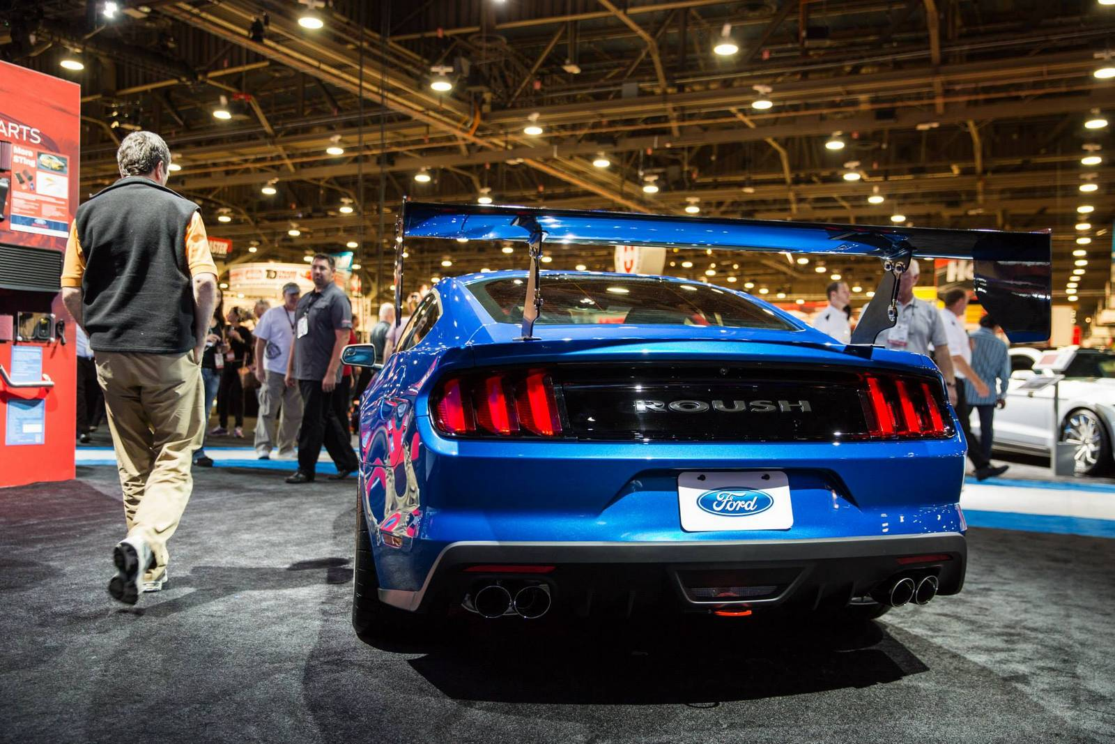 sema 2014 roush mustang stage 3 trakpak gtspirit. Black Bedroom Furniture Sets. Home Design Ideas