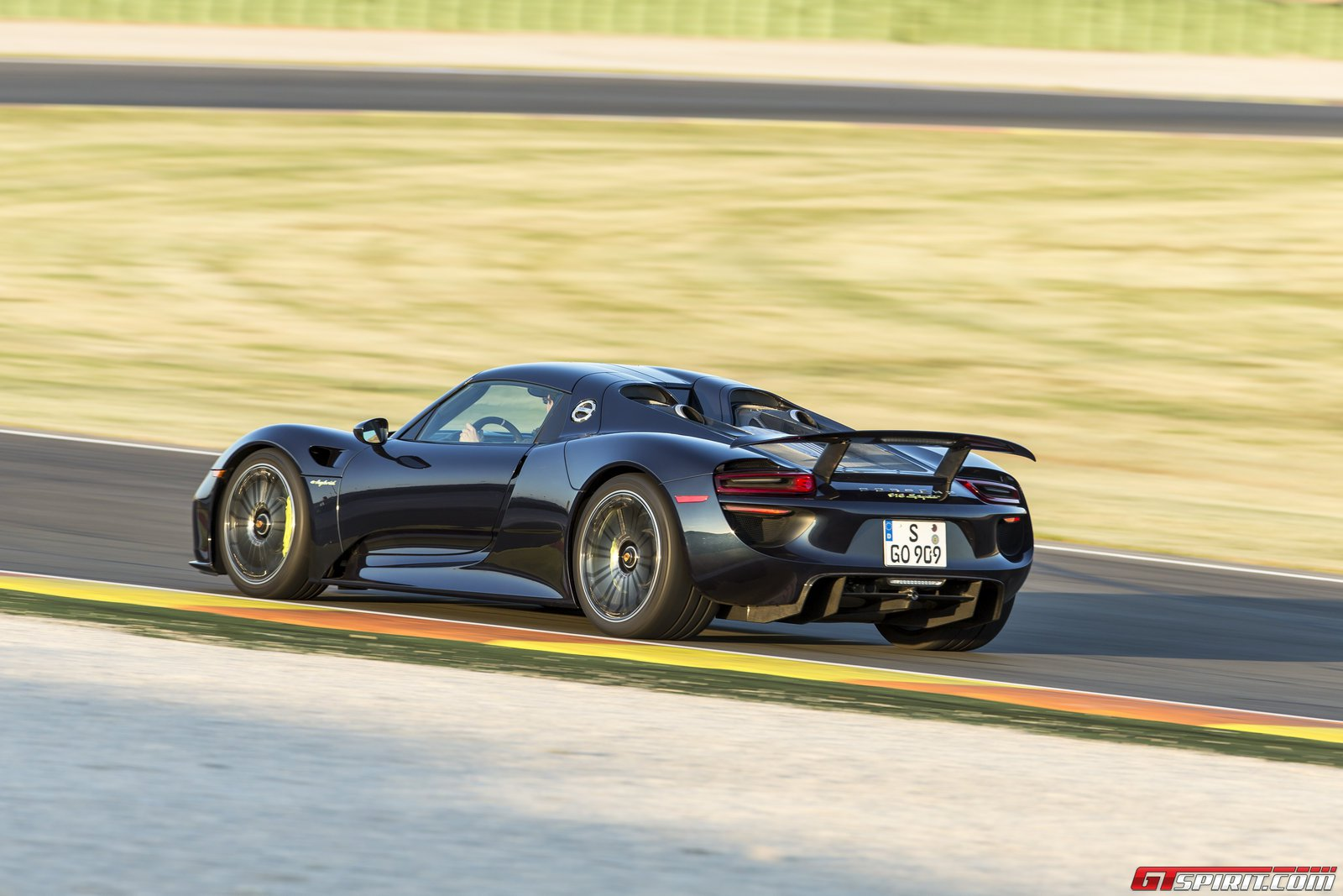 porsche 918 spyder to sell out by december gtspirit. Black Bedroom Furniture Sets. Home Design Ideas
