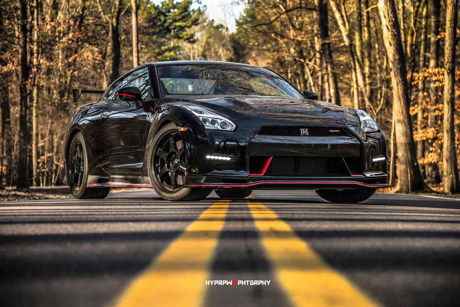 stunning black 2015 nissan gt r nismo photoshoot gtspirit. Black Bedroom Furniture Sets. Home Design Ideas