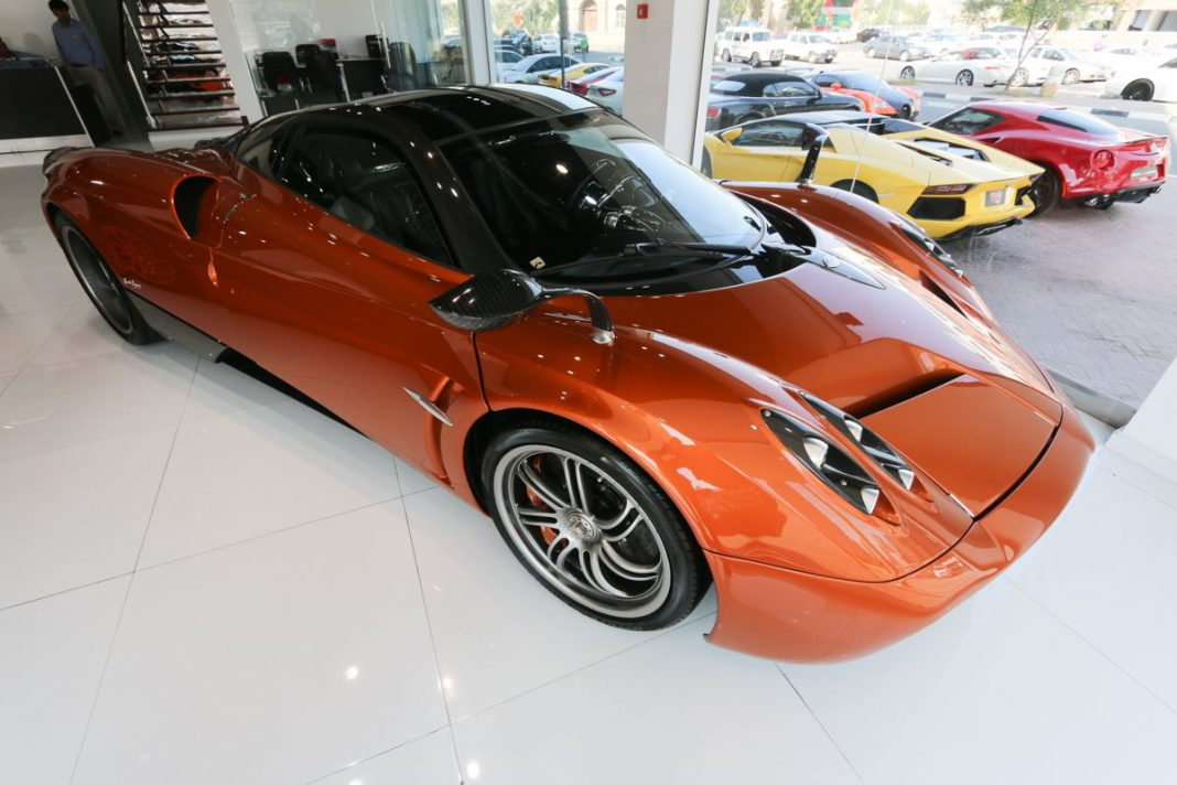 pagani huayra and bugatti veyron super sport for sale at dubai dealer gtspirit. Black Bedroom Furniture Sets. Home Design Ideas