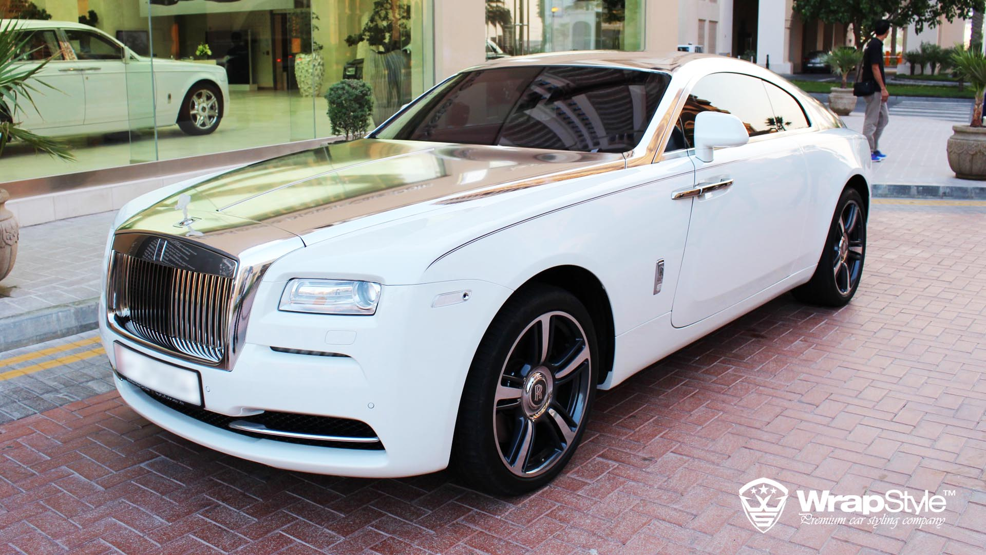 rolls royce wraith with silver chrome from wrapstyle gtspirit. Black Bedroom Furniture Sets. Home Design Ideas