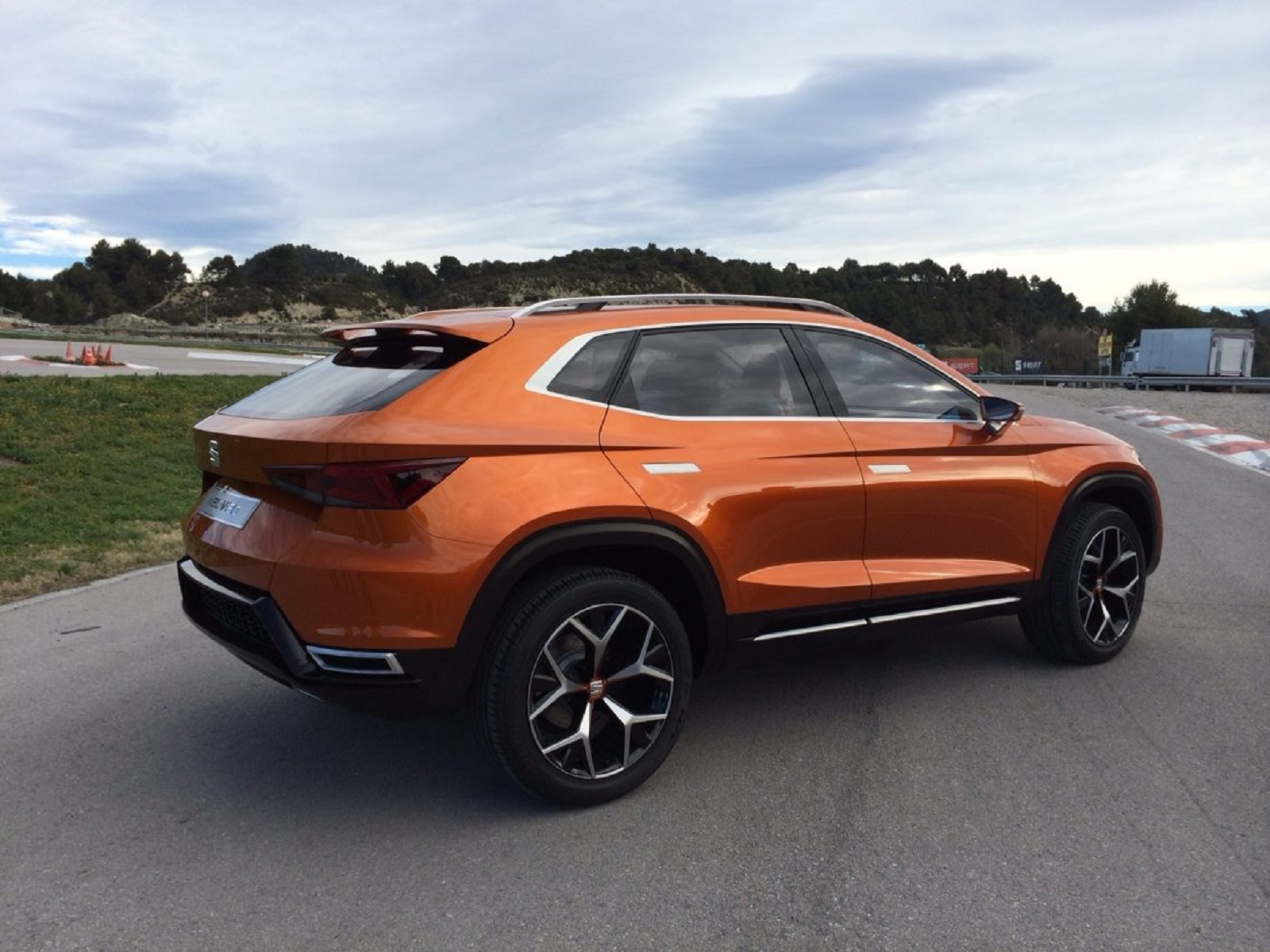 review seat 39 s first 4x4 leon paves way for suv push gtspirit. Black Bedroom Furniture Sets. Home Design Ideas