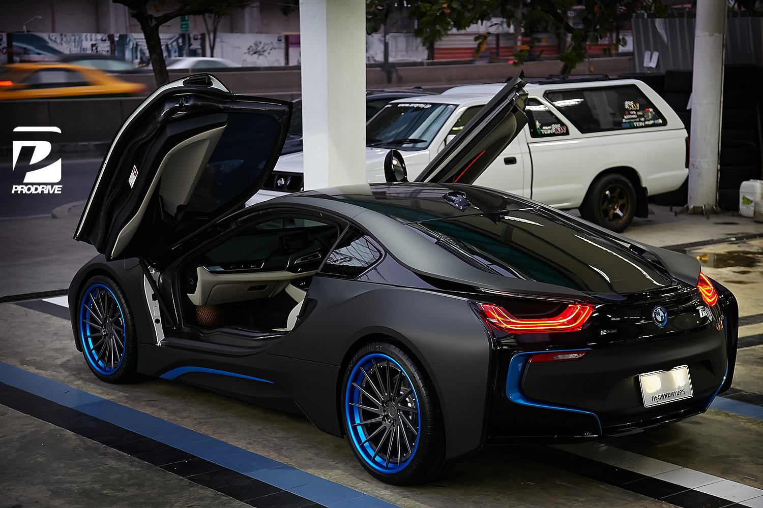 Thai BMW i8 Gets Custom Blue ADV.1 Wheels - GTspirit
