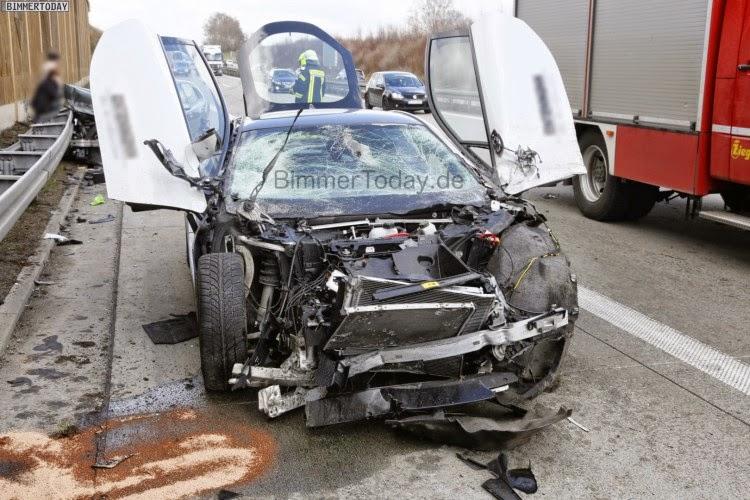 BMW i8 Destroyed in German Crash
