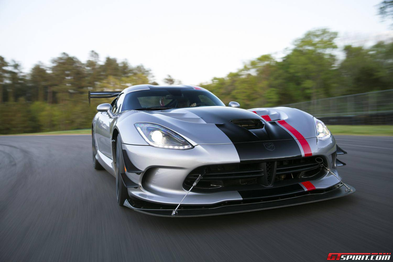 official 2016 dodge viper acr gtspirit. Black Bedroom Furniture Sets. Home Design Ideas