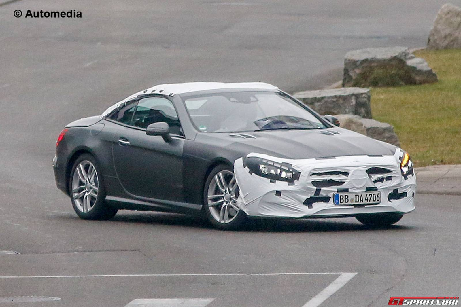 Facelifted mercedes benz sl order books opening in for Books mercedes benz