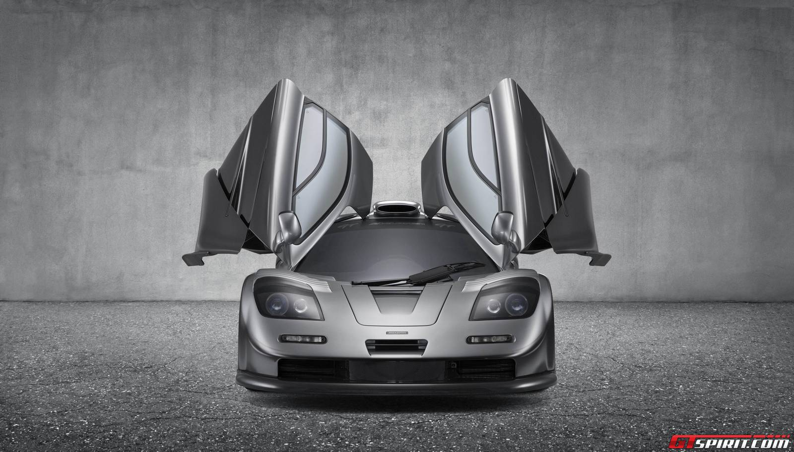 https://storage.googleapis.com/gtspirit/uploads/2015/06/1029373_mclaren_f1_gt_silver_head-on.jpg