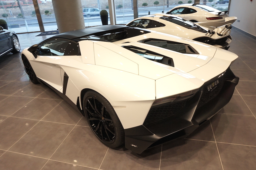 white lamborghini aventador lp720 4 for sale in saudi. Black Bedroom Furniture Sets. Home Design Ideas