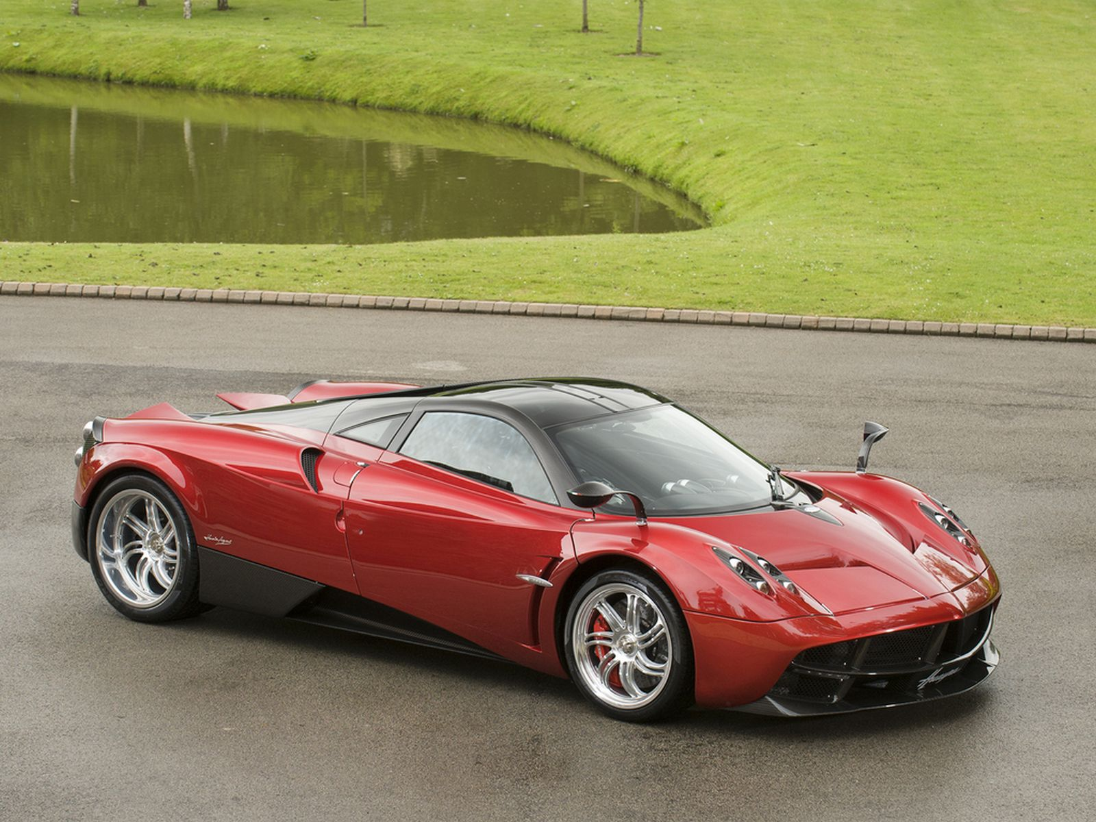 Eye-catching Red Pagani Huayra For Sale in the UK - GTspirit