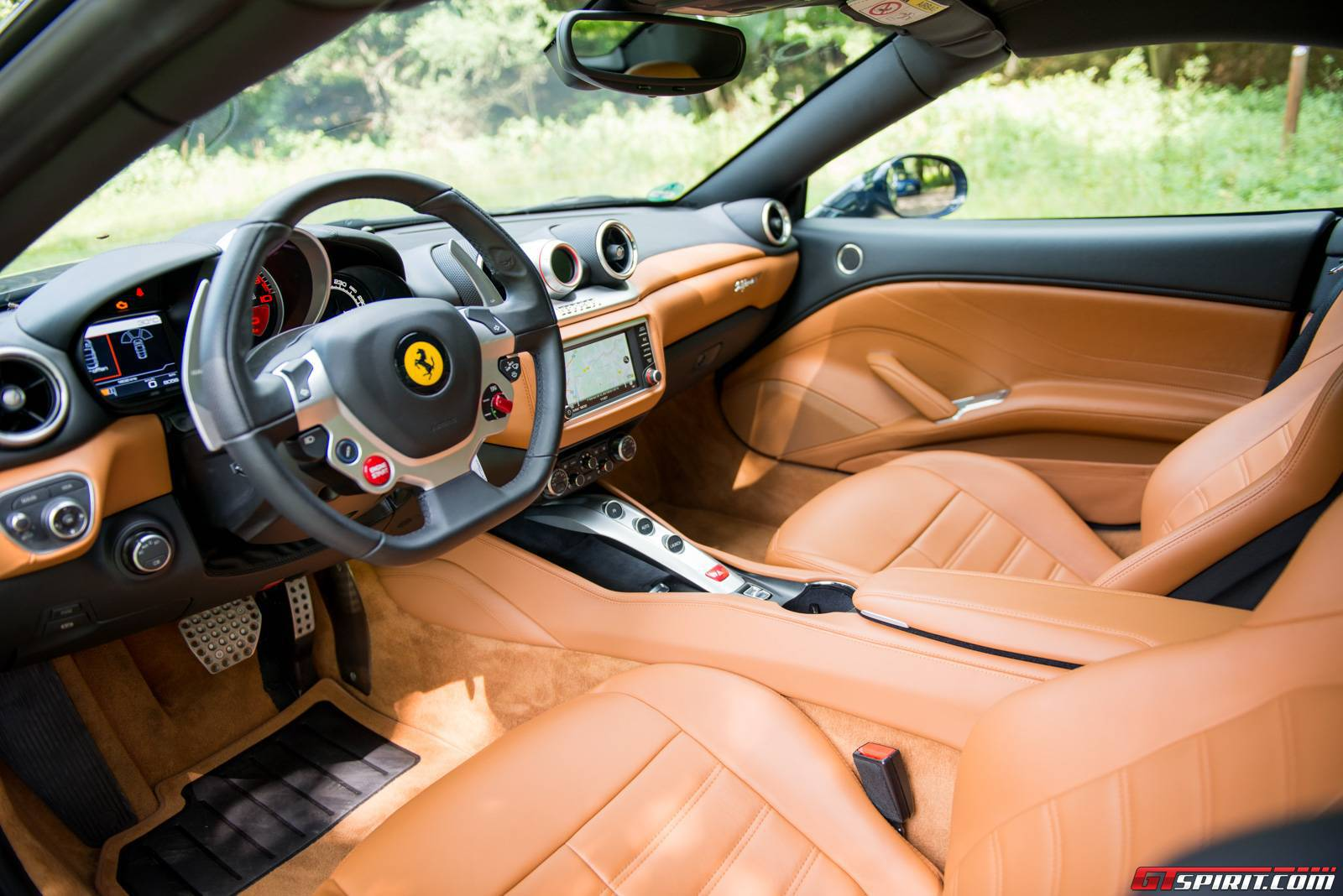 2016 Ferrari California T Review - GTspirit