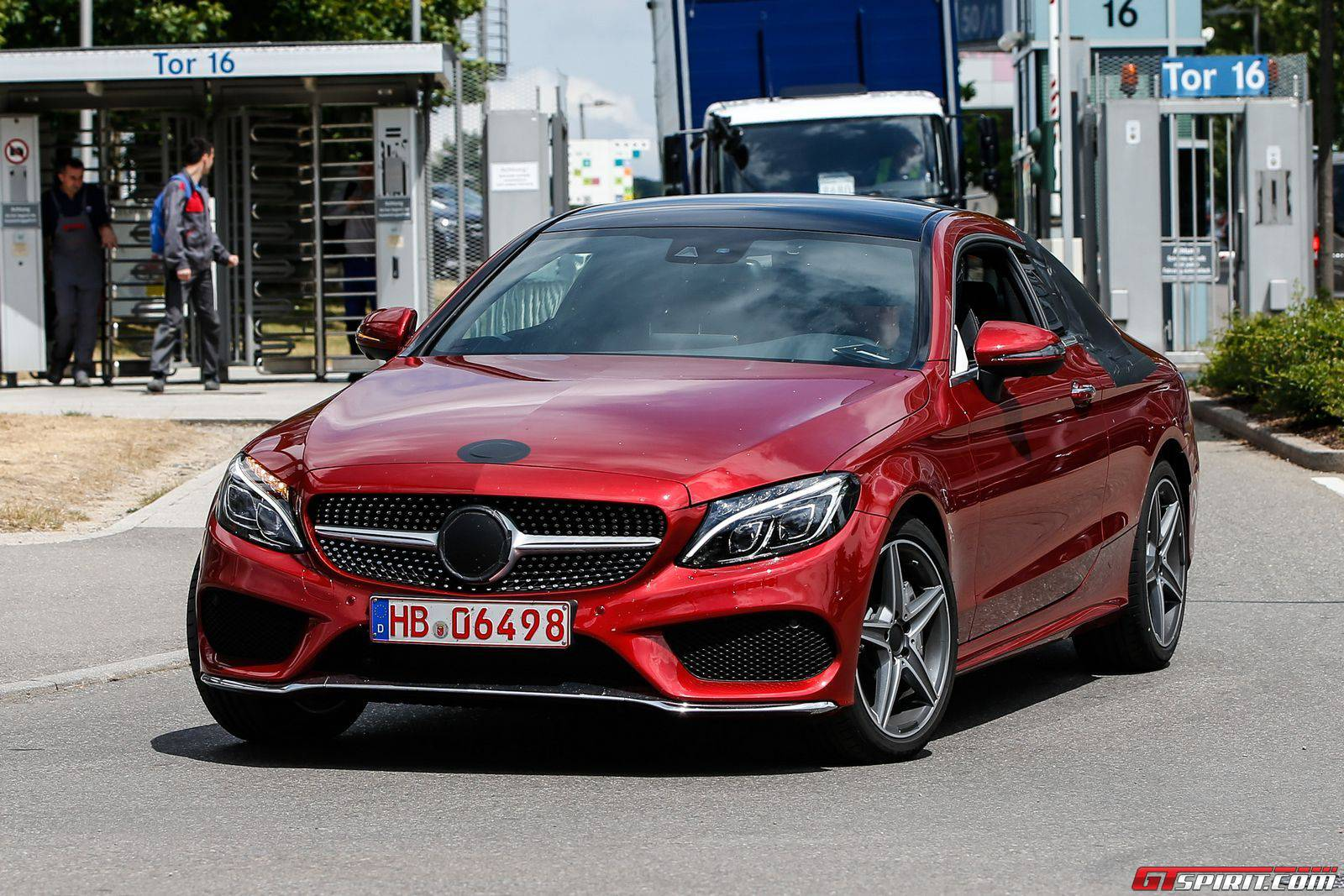 mercedes benz c class coupe spy shots with almost no camouflage gtspirit. Black Bedroom Furniture Sets. Home Design Ideas