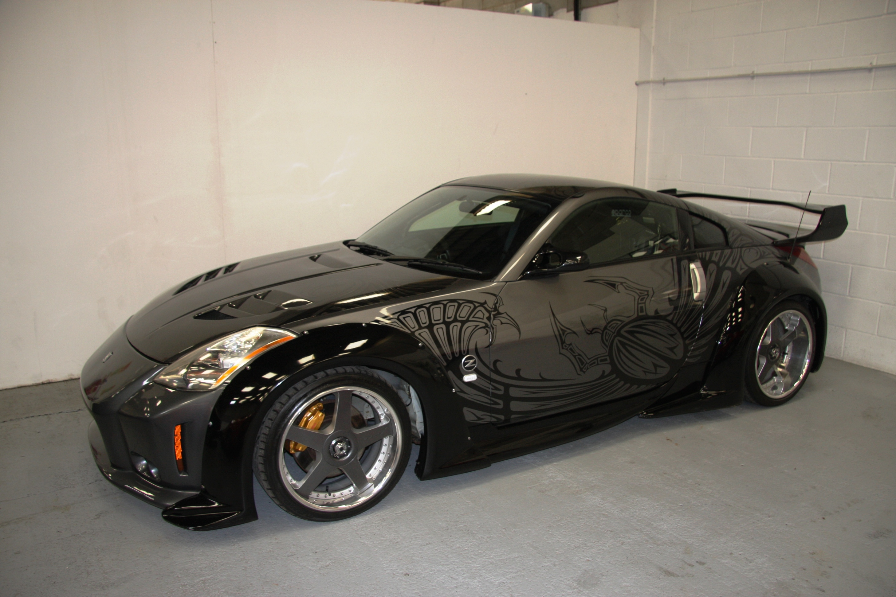 dk 39 s nissan 350z from tokyo drift for sale at 149 995 gtspirit. Black Bedroom Furniture Sets. Home Design Ideas