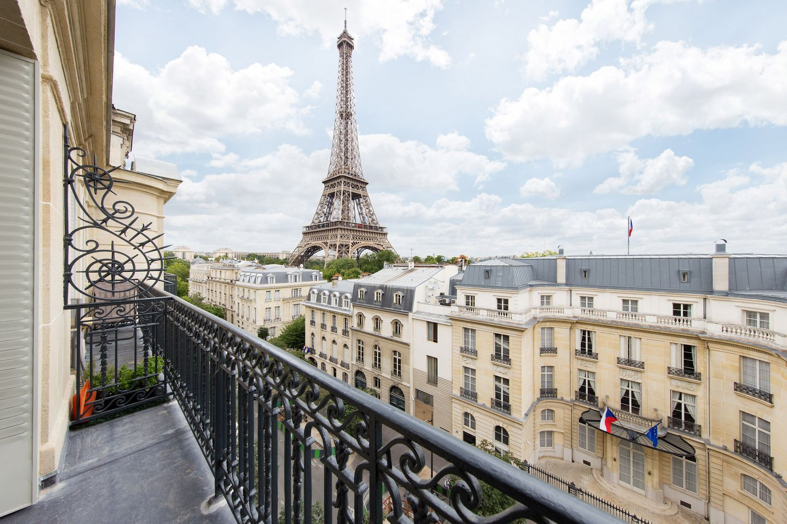 Duplex penthouse overlooking the eiffel tower for sale for Hotel in eiffel tower paris