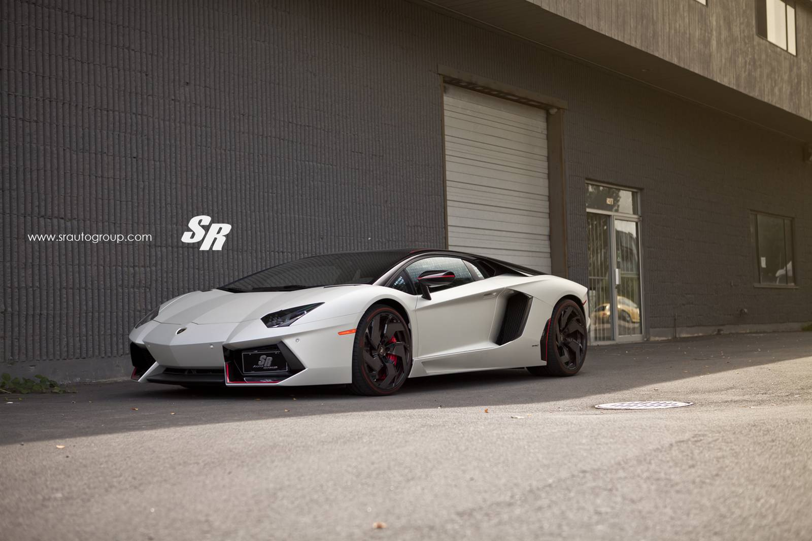 pirelli edition lamborghini aventador with gloss black pur. Black Bedroom Furniture Sets. Home Design Ideas