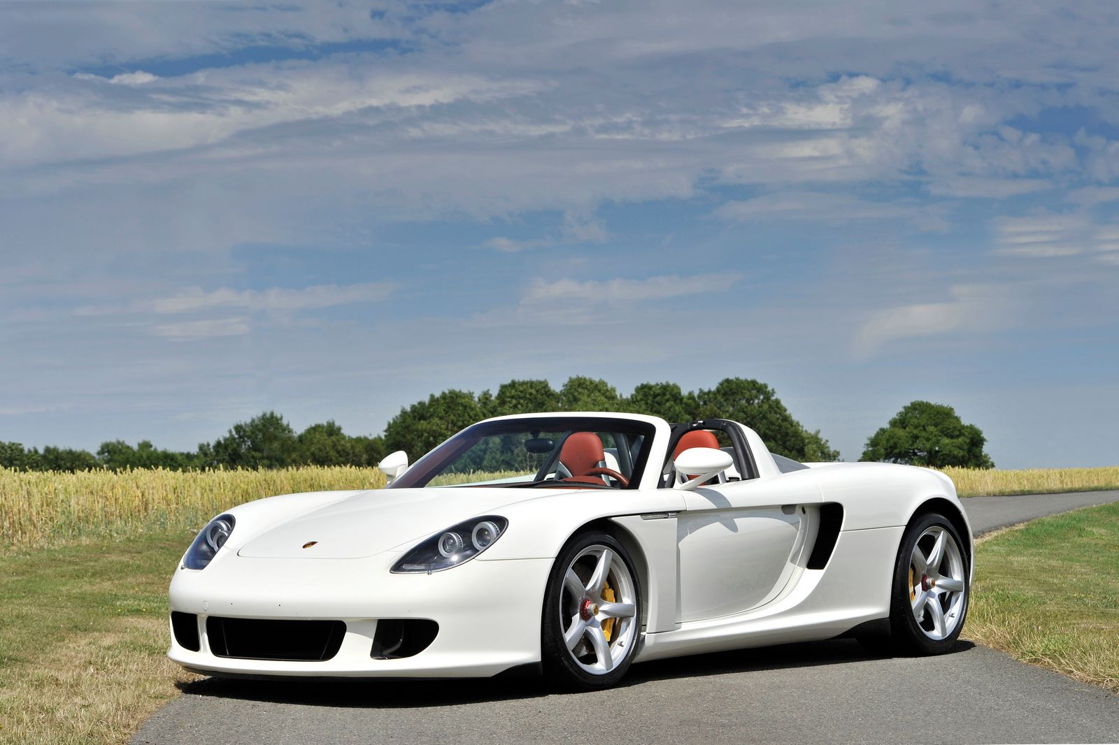 Whimiscally White Porsche Carrera GT Heading to Auction - GTspirit
