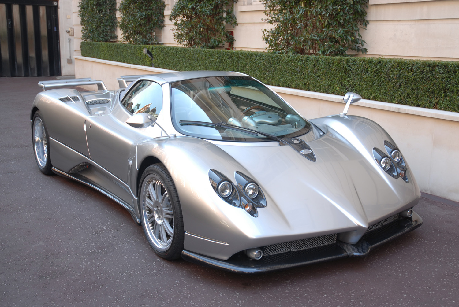 eye catching silver pagani zonda f roadster for sale gtspirit. Black Bedroom Furniture Sets. Home Design Ideas