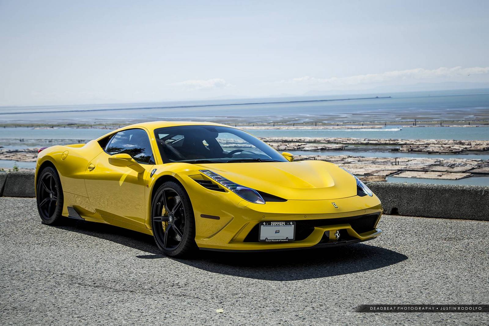 amazing ferrari 458 speciale photoshoot by the sea gtspirit. Black Bedroom Furniture Sets. Home Design Ideas