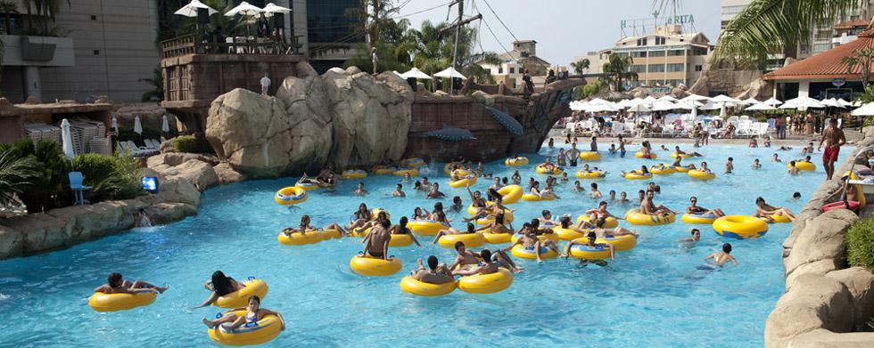 Le royal beirut has your dream waterpark gtspirit for Aqua piscine otterburn park