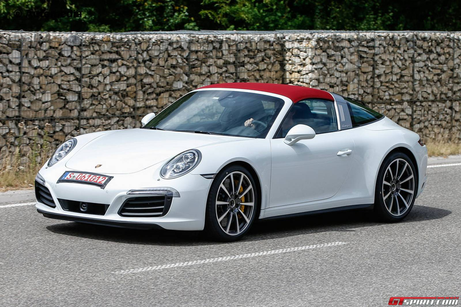 porsche 911 facelift spy shots coupe cabrio targa and. Black Bedroom Furniture Sets. Home Design Ideas