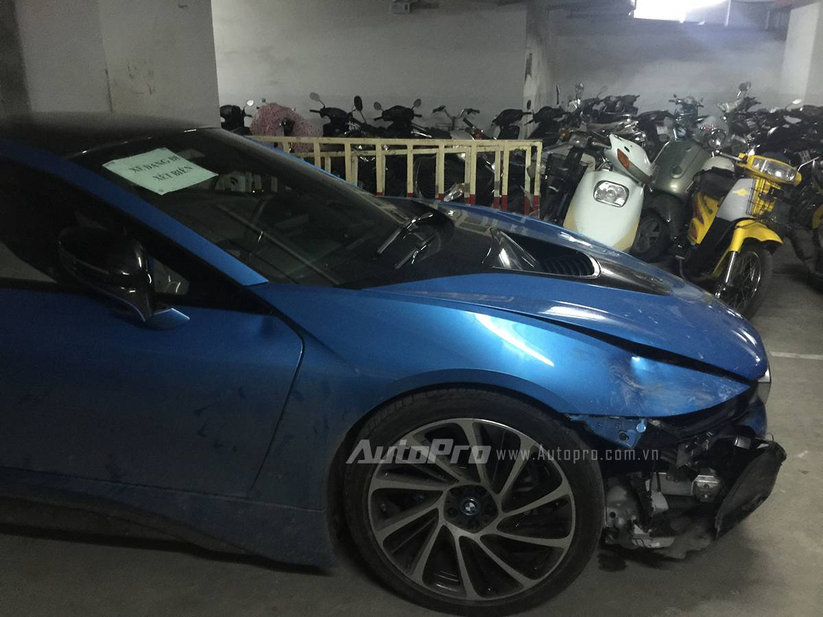 18 Year Old Crashes Bmw I8 In Vietnam Gtspirit