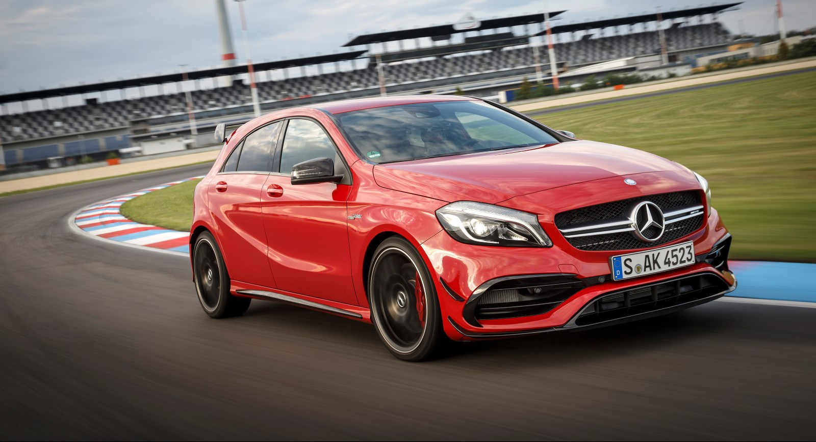 2016 mercedes amg a45 4matic review gtspirit. Black Bedroom Furniture Sets. Home Design Ideas