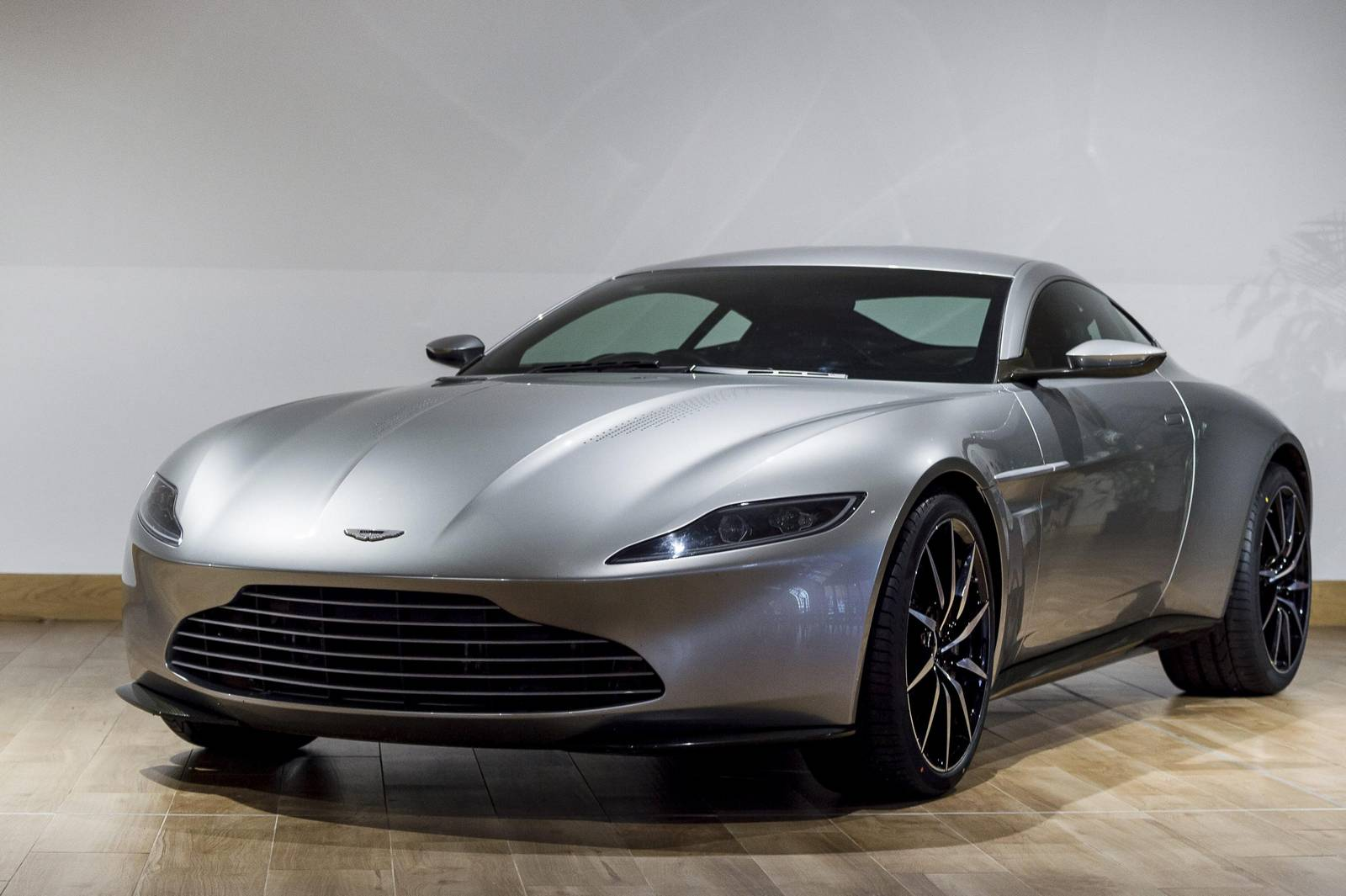 Aston Martin Auctioning Off One DB In GTspirit - Aston martin db 10