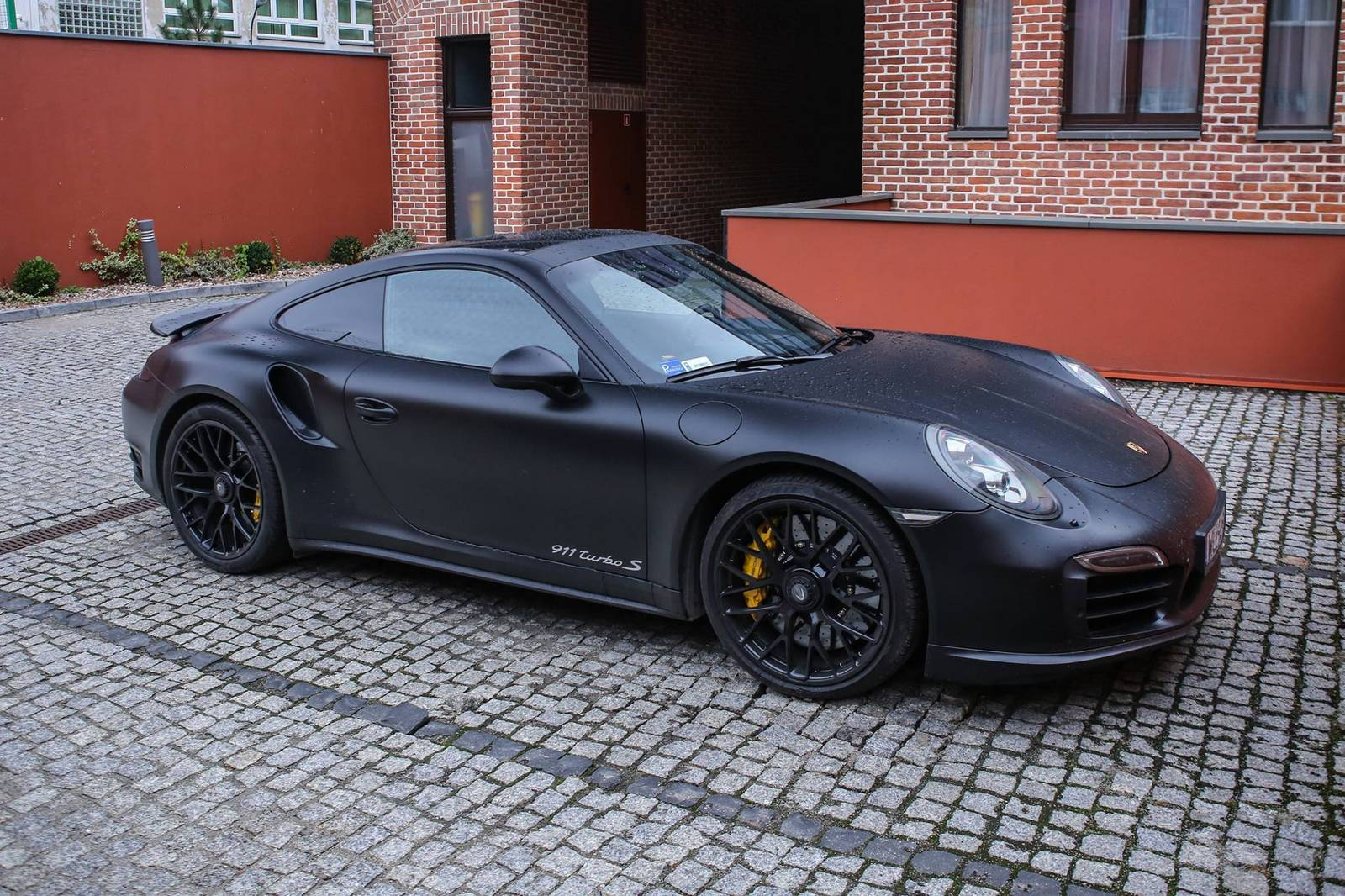 Lovely Matte Black Porsche 911 Turbo S (1)