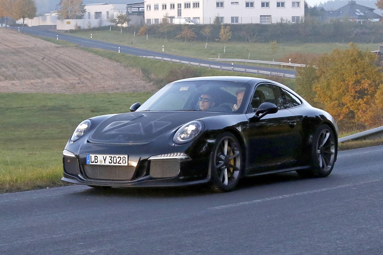 Porsche 911 R First Spy Shots From Testing