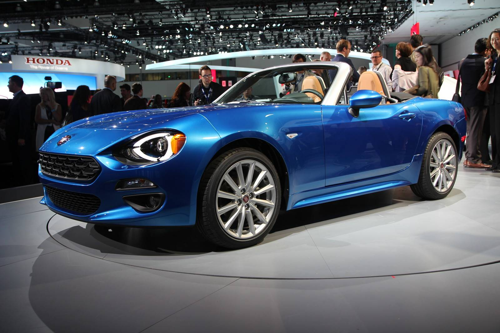 Los Angeles 2015 Fiat 124 Spider Gtspirit