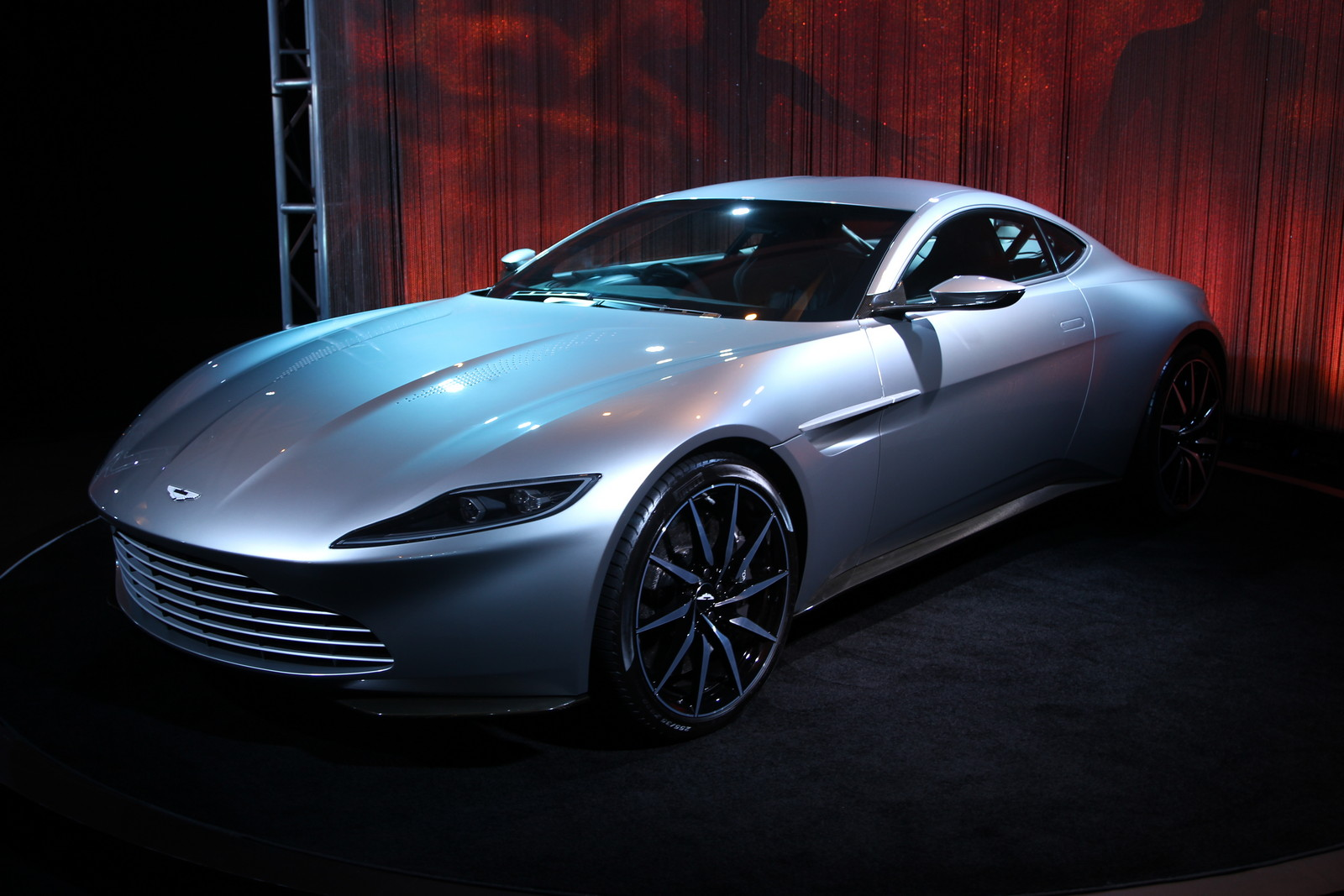 los angeles 2015 aston martin db10 gtspirit. Black Bedroom Furniture Sets. Home Design Ideas