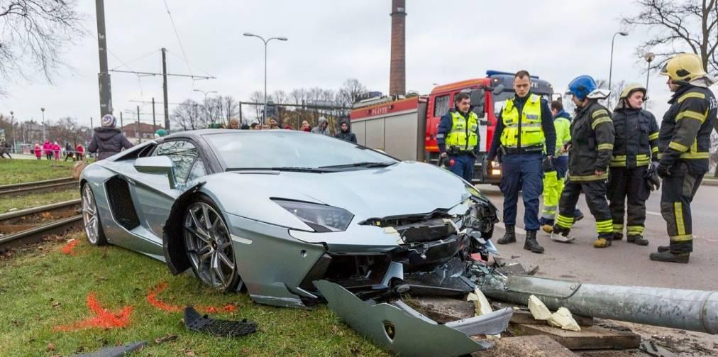 mach crash lamborghini aventador