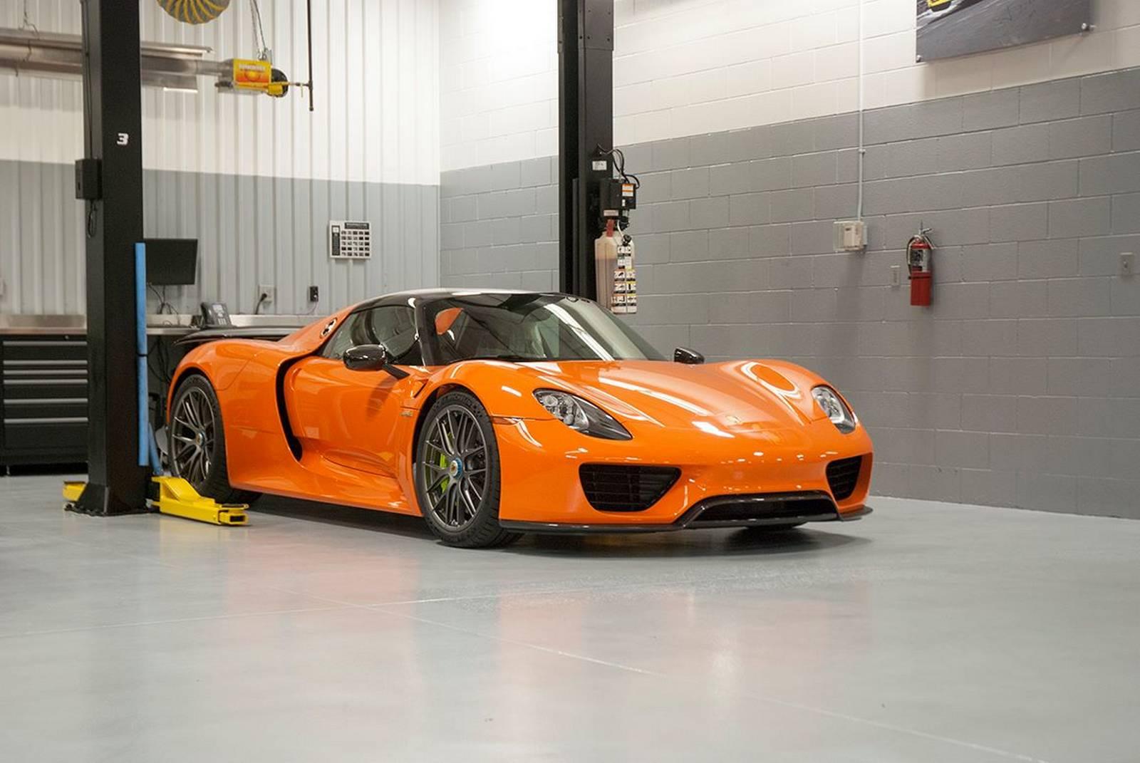 Orange Porsche 918 Spyder