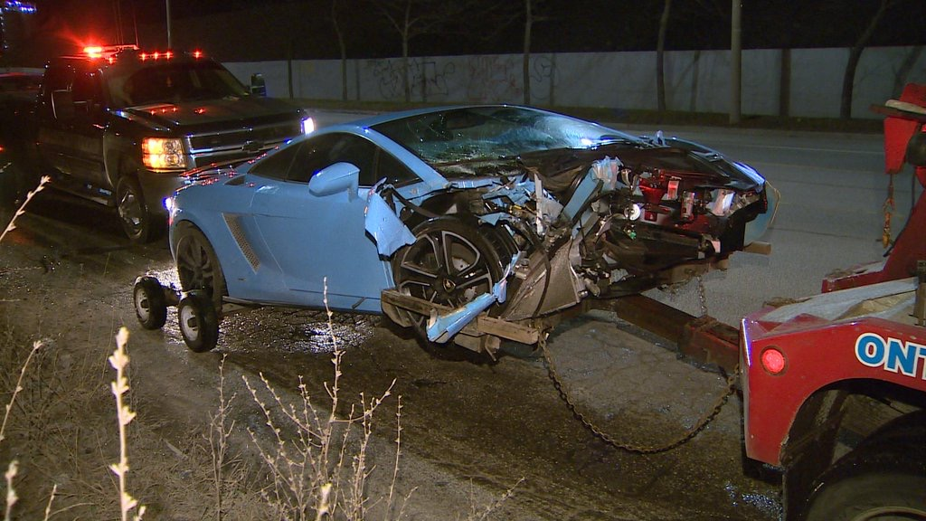 Lamborghini Driver Escapes In A Bmw After Crashing In Toronto Gtspirit