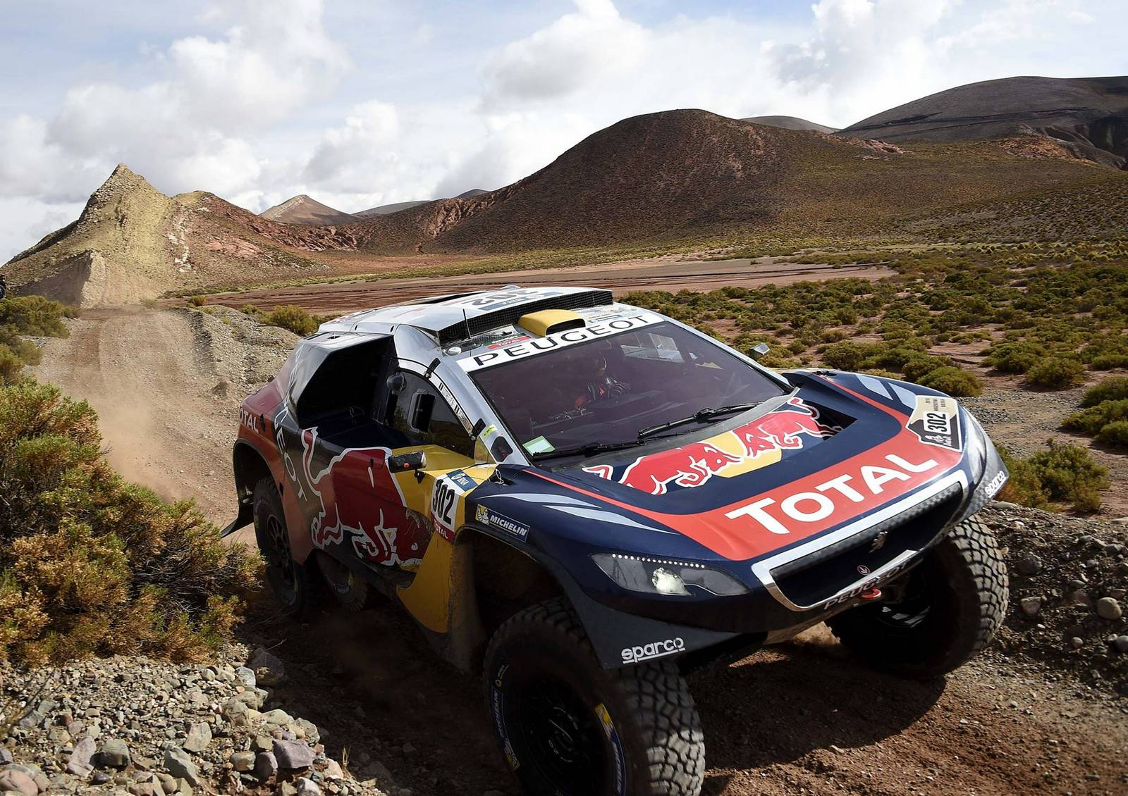 dakar rally 2016 peugeot dominates marathon stage in jujuy gtspirit. Black Bedroom Furniture Sets. Home Design Ideas