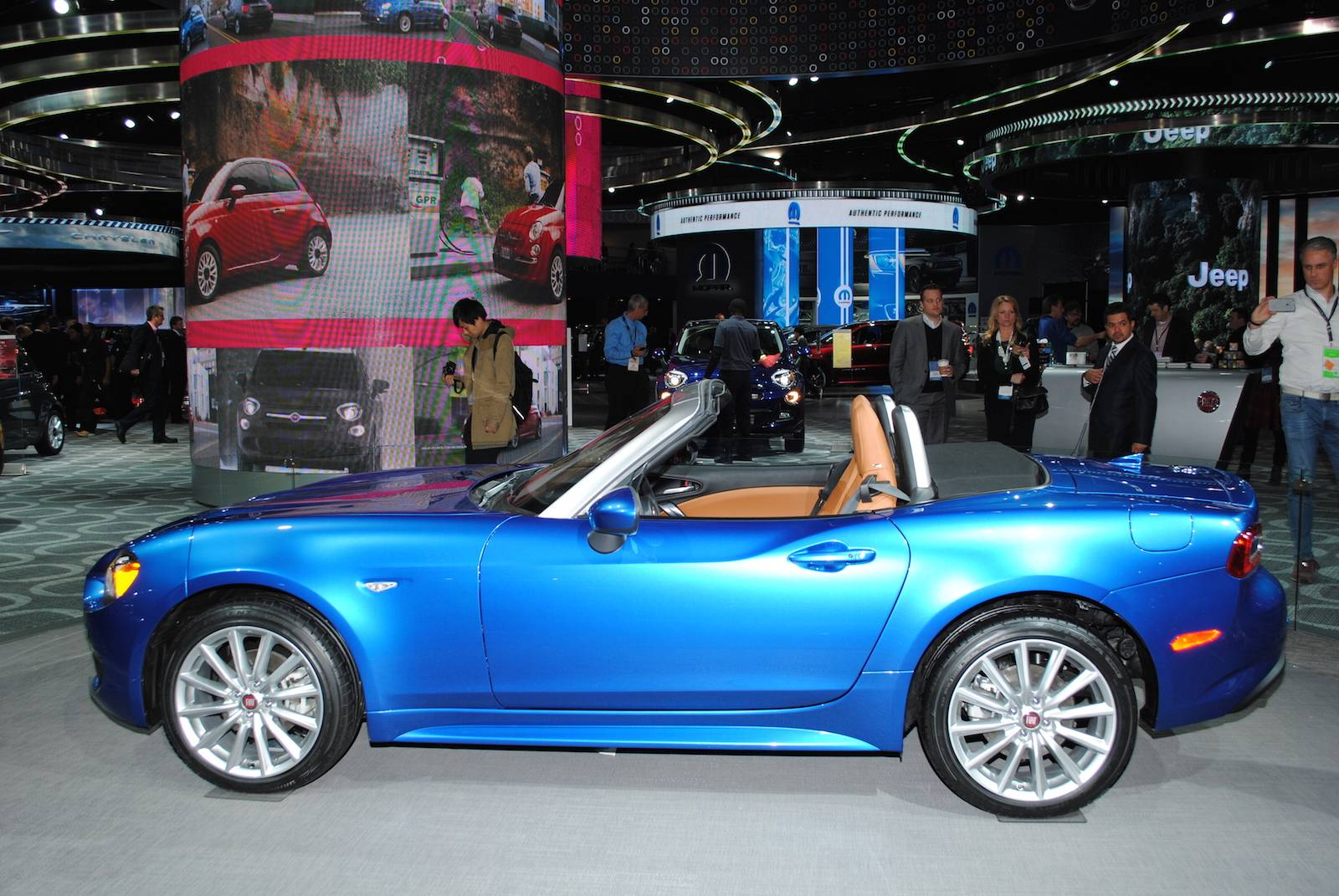 detroit 2016 fiat 124 spider gtspirit. Black Bedroom Furniture Sets. Home Design Ideas