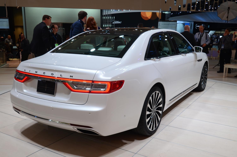 Detroit 2016 Lincoln Continental Sedan GTspirit
