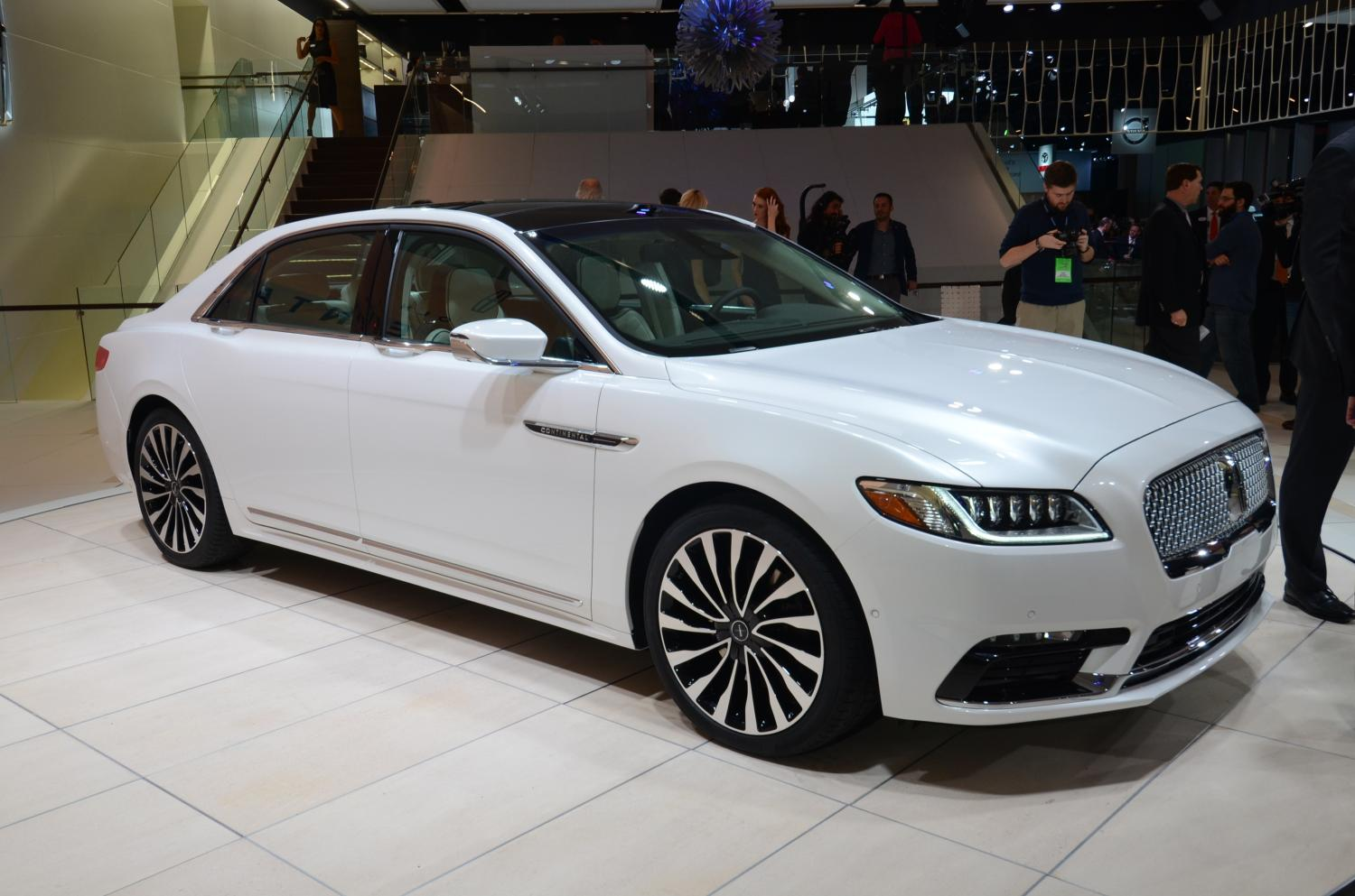 Detroit 2016: Lincoln Continental Sedan - GTspirit