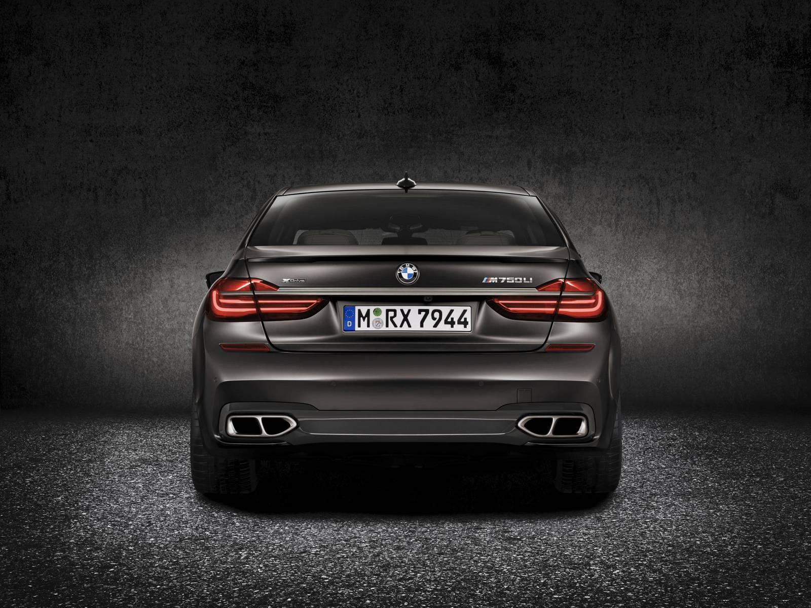 Official 2017 BMW M760Li XDrive V12