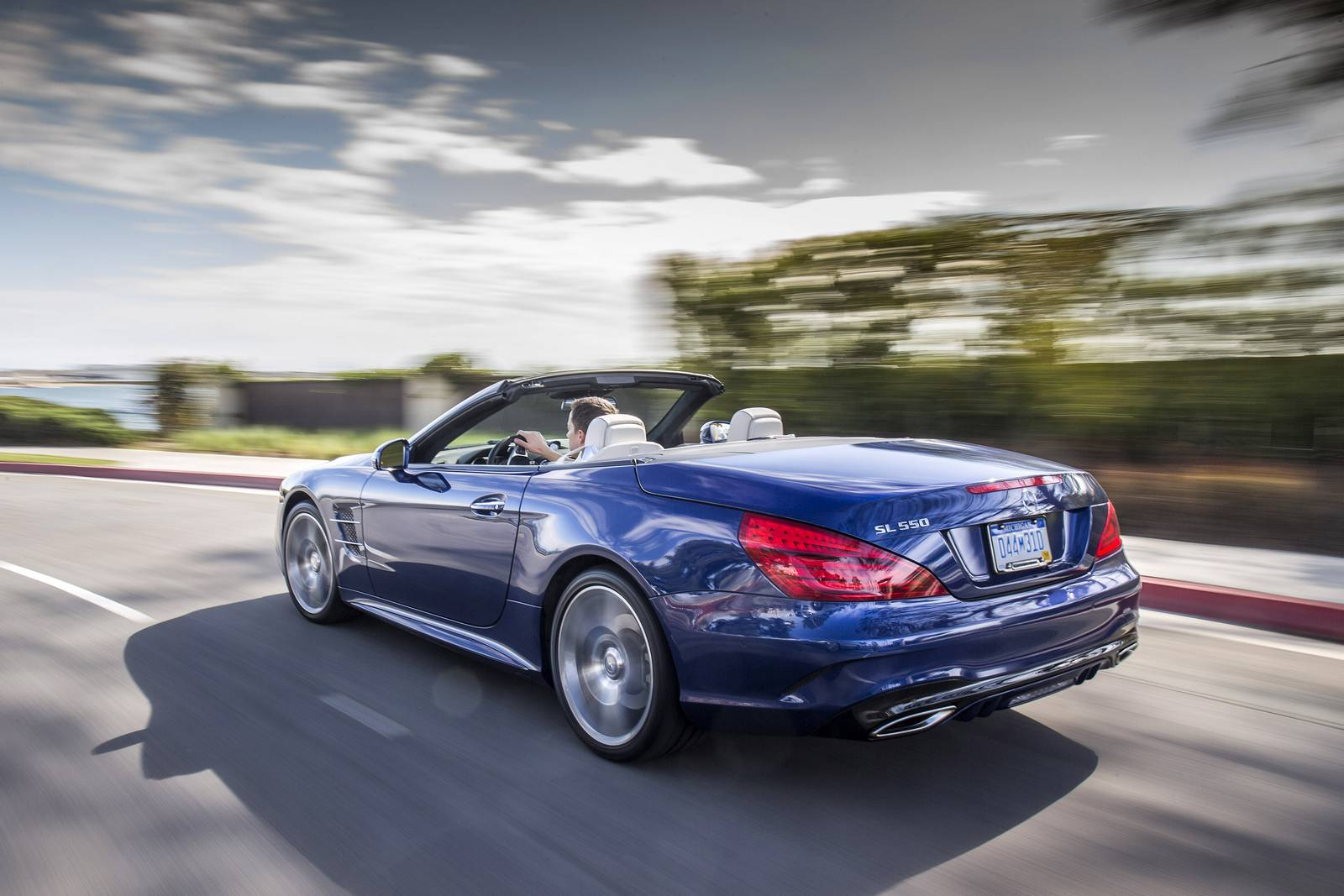 2017 mercedes benz sl review gtspirit for Mercedes benz sl 550
