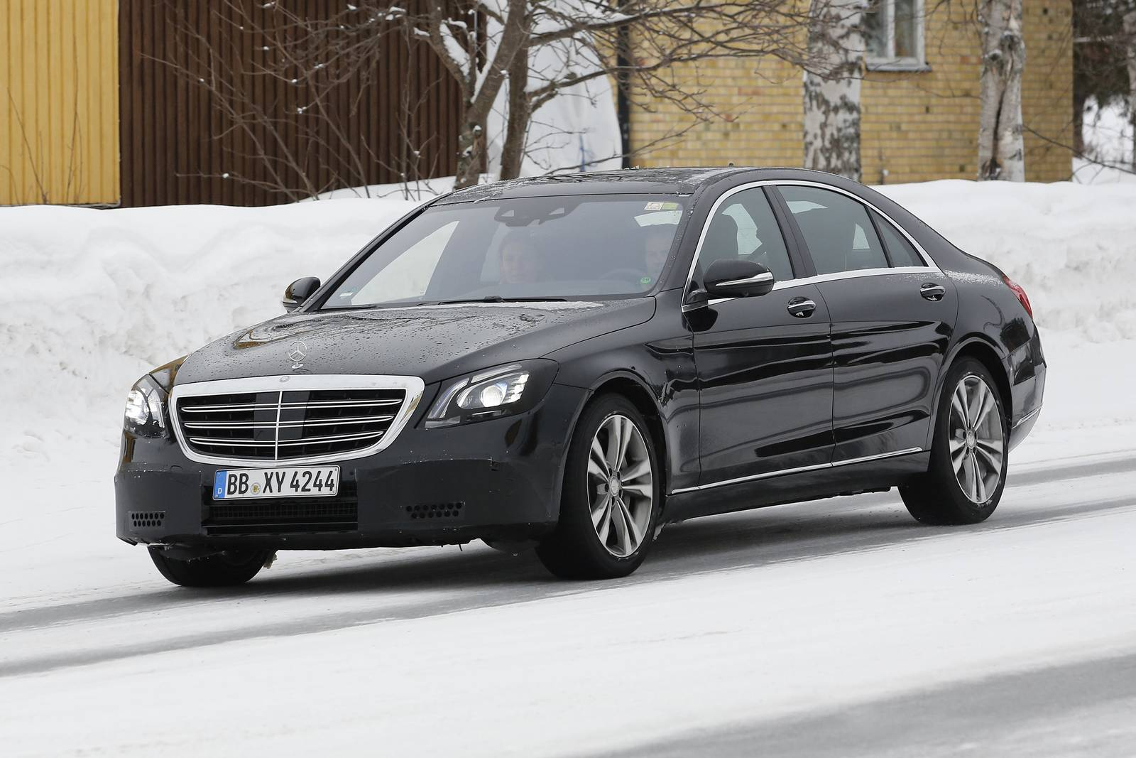 mercedes benz s class facelift new spy shots gtspirit. Black Bedroom Furniture Sets. Home Design Ideas
