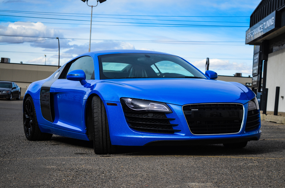 shimmer blue wrapped audi r8 is a real stunner gtspirit. Black Bedroom Furniture Sets. Home Design Ideas