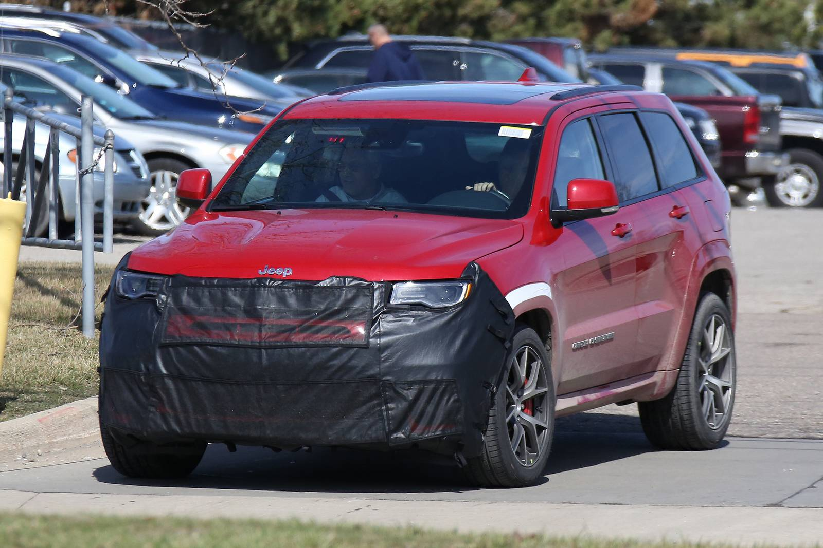 2018 jeep grand cherokee trackhawk first spy shots gtspirit. Black Bedroom Furniture Sets. Home Design Ideas