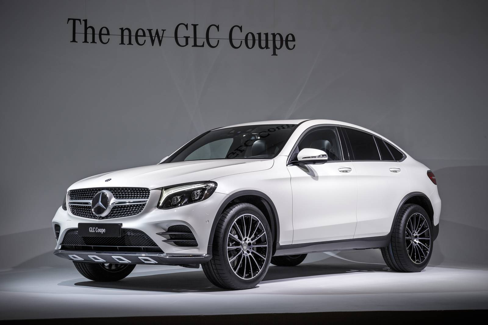 New york 2016 mercedes benz glc coupe gtspirit for Mercedes benz coupe suv