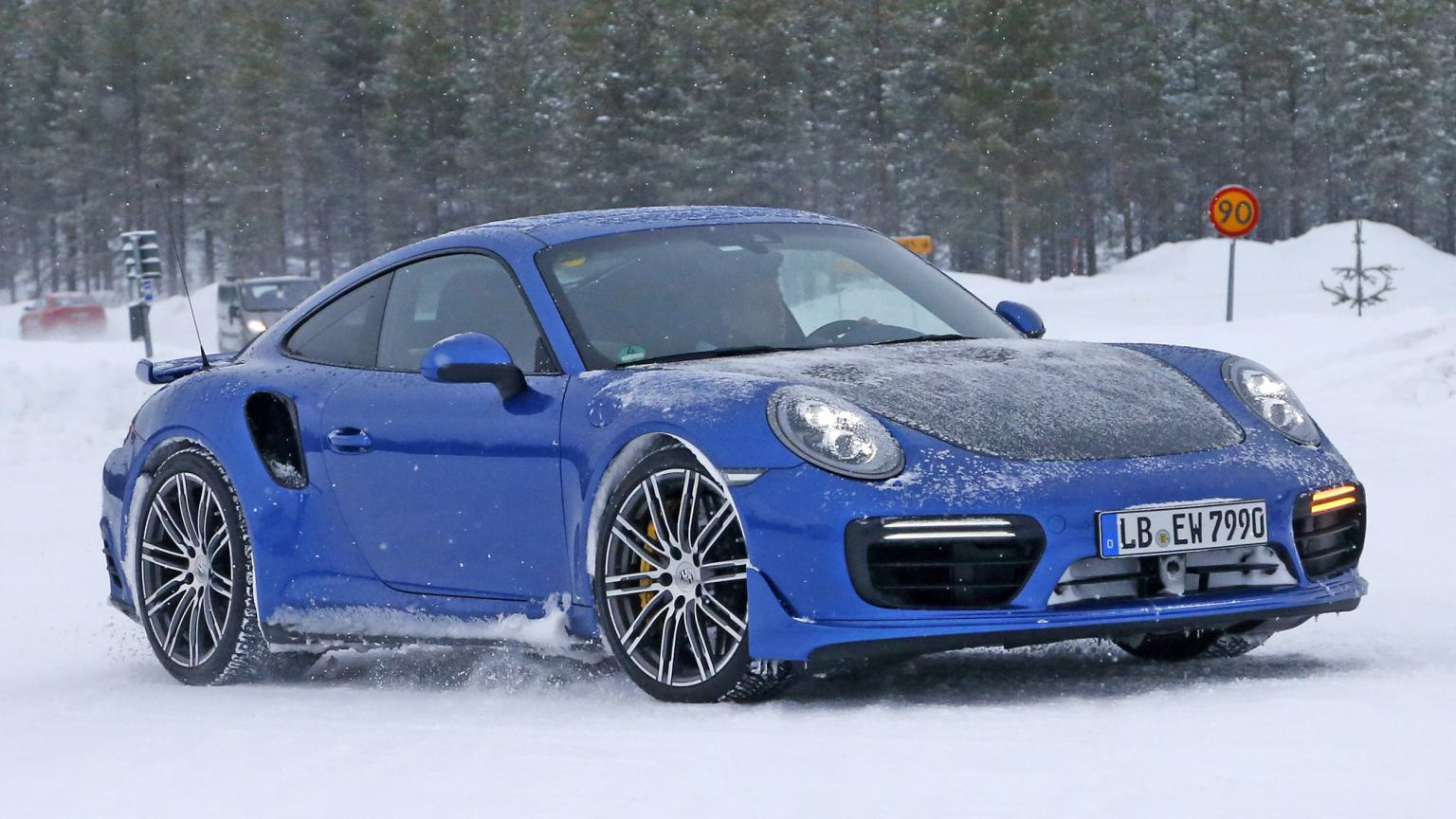 2018 porsche 911 gt2 rs snapped during cold weather test gtspirit. Black Bedroom Furniture Sets. Home Design Ideas
