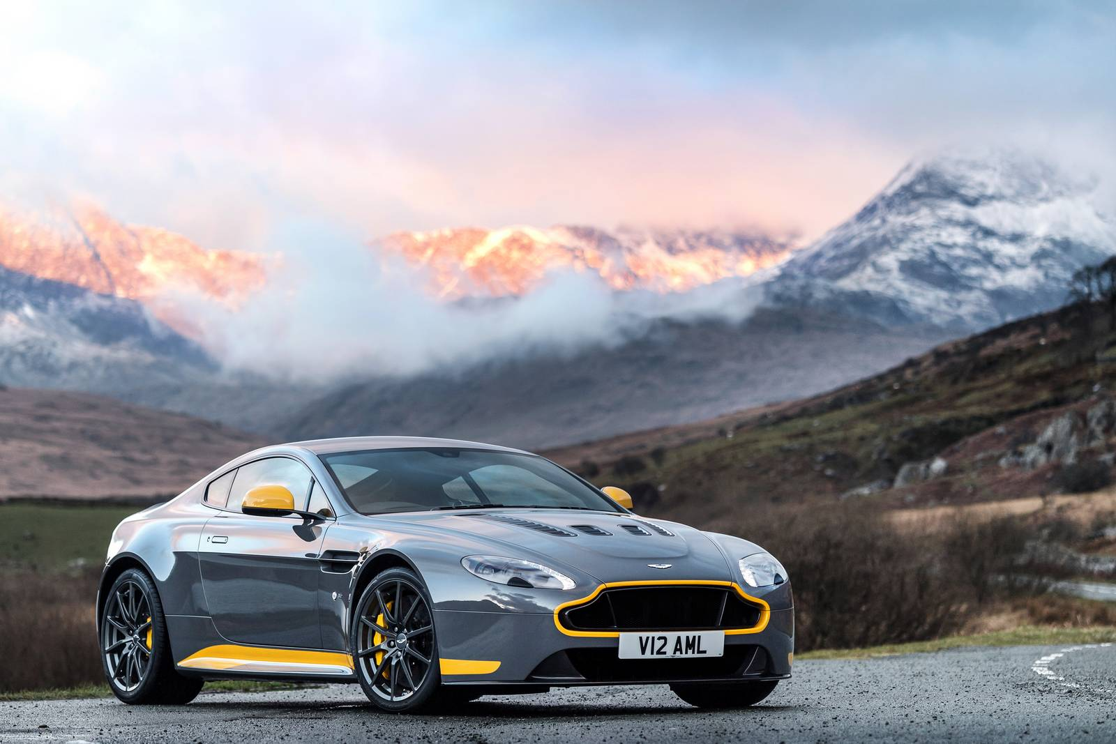 Official: 2017 Aston Martin V12 Vantage S Manual - GTspirit