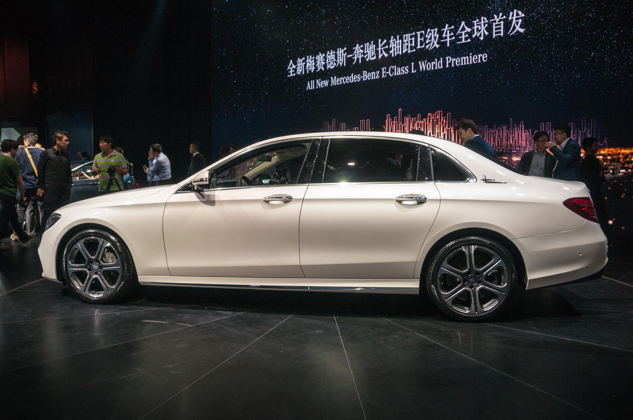 Beijing 2016 mercedes benz e class lwb gtspirit for Mercedes benz e class dimensions