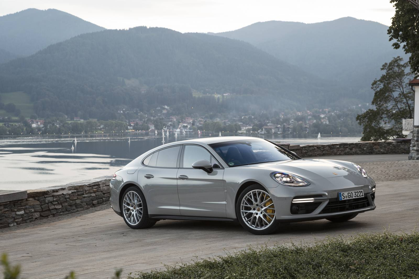 2017 porsche panamera turbo review gtspirit. Black Bedroom Furniture Sets. Home Design Ideas