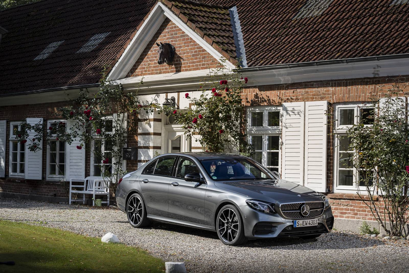 2017 Mercedes-AMG E43 Estate Review - GTspirit