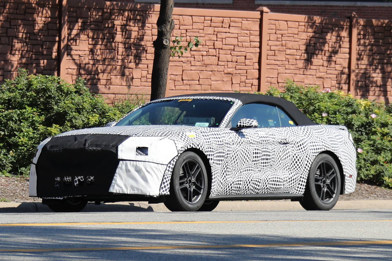 2018 ford mustang convertible spy shots supercar