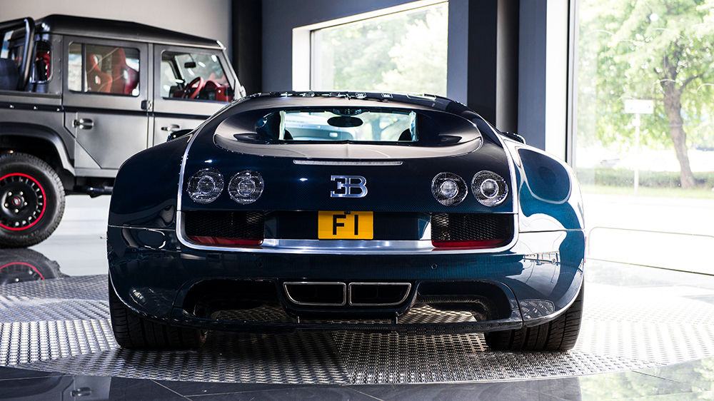 blue carbon bugatti veyron super sport for sale at 2 300 000 gtspirit. Black Bedroom Furniture Sets. Home Design Ideas